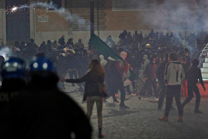 Far-right protesters clash with Italian police over new Covid-19 measures