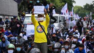Thousands of Indonesian workers protest 'omnibus law' | Money Talks