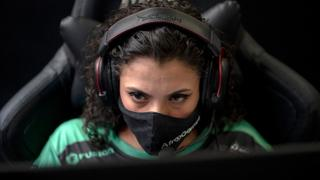 Non-profit group trains favela residents for e-sports world   Money Talks