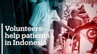 Indonesian volunteers provide oxygen tanks to patients