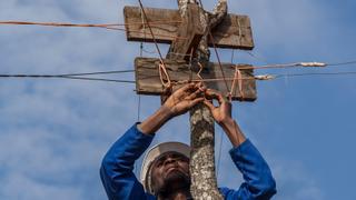 Malawian builds hydroelectric turbine to power up village   Money Talks