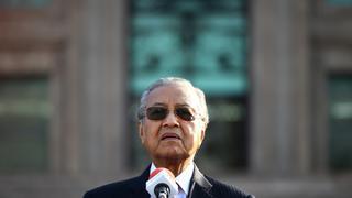 Former head of World Jewish Congress denies Israeli occupation, Malaysia tries to ban Israelis