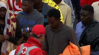 Refugee Crisis: Ship carrying 900 refugees docks in Italy