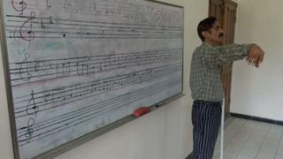 The War in Yemen: Music lessons help students forget about war