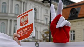 Poland aims to lure young graduates back home | Money Talks