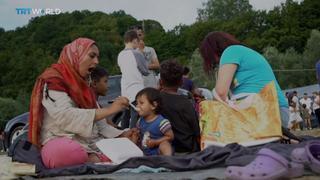 Bosnia Refugees: Hundreds stranded on border with Crotia