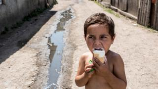 The War in Syria: Ice cream helps Syrians cool down in heat