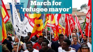 Thousands march in support of Italy's 'refugee mayor'