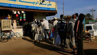 People queue for basic goods as Sudanese economic crisis deepens   Money Talks