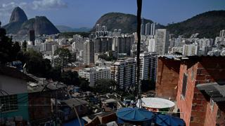 Brazilian favelas team up to launch financial institution| Money Talks