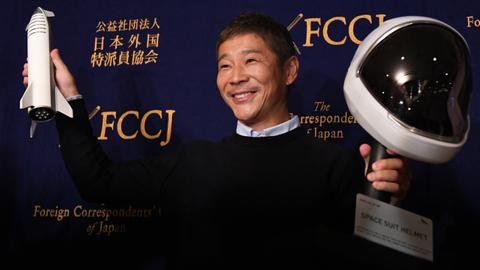 Japan billionaire offers eight free seats to moon trip
