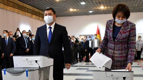 Kyrgyz voters opt for more presidential powers in referendum
