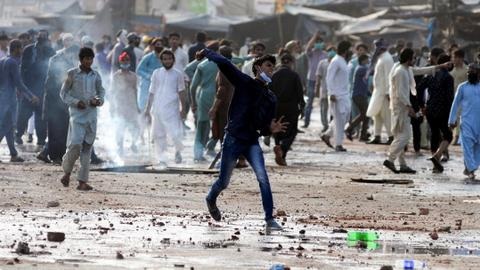 Pakistan to ban far-right religious party over violent protests