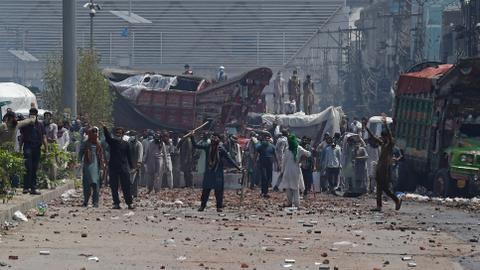 Hardline group takes Pakistan police hostage amid deadly protests