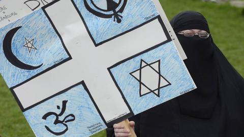 Canada: Campaigners continue the fight against French anti-religion law