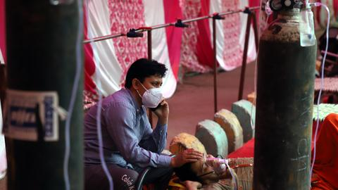 In pictures: 'Oxygen langars' in Delhi help patients breathe