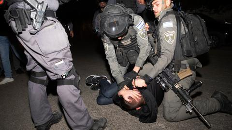 In pictures: A night of Israeli aggression in Jerusalem