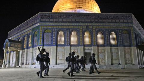 Israeli police wound dozens of Palestinians in Al Aqsa Mosque raid