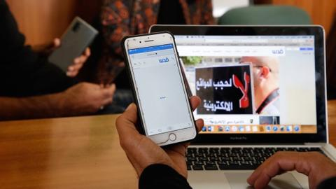 Data rights groups: Instagram, Twitter deleting Palestinian posts