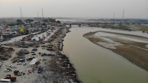 India offers to pay for cremations as poor families 'dump' dead in Ganges