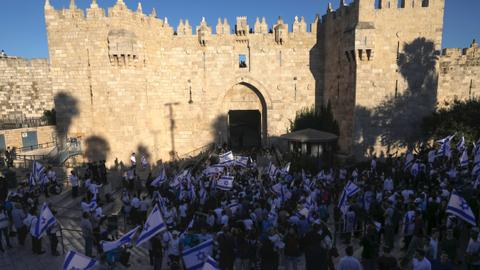 Controversial flag march by Israeli settlers arrives at Damascus Gate
