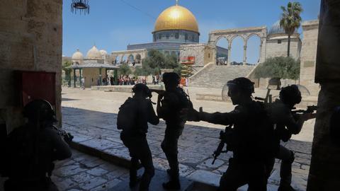 Israeli police storm Palestinian protesters at Al Aqsa Mosque
