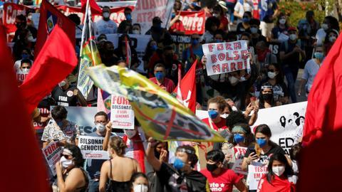 Brazilians protest President Bolsonaro's response to Covid-19 pandemic