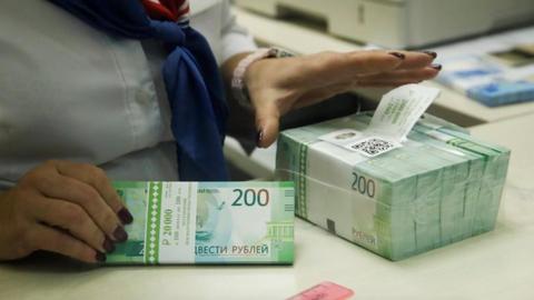 Russia, Belarus currencies under pressure from US sanction threat