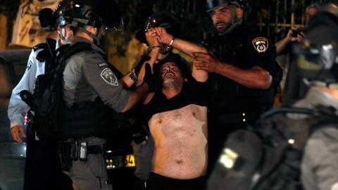 Several Palestinians wounded after Jewish settlers attack Sheikh Jarrah