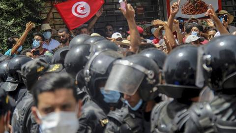 Does Tunisia risk being plunged into greater violence?