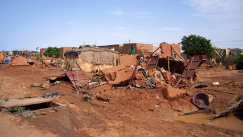 Floods leave dozens dead and thousands homeless in Niger