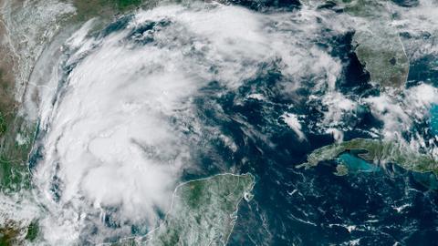 Hurricane Nicholas batters Texas, Louisiana with heavy rain