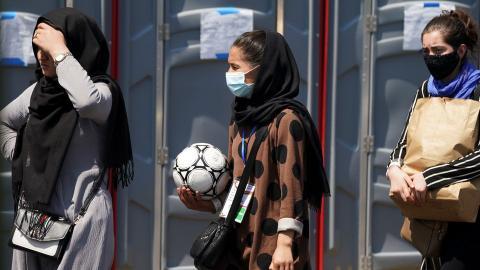 Young Afghan female footballers arrive in Pakistan