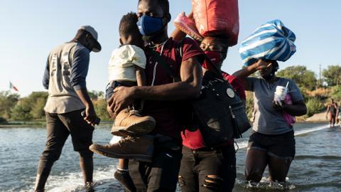 10,000 migrants, many Haitian, converge on Texas border town