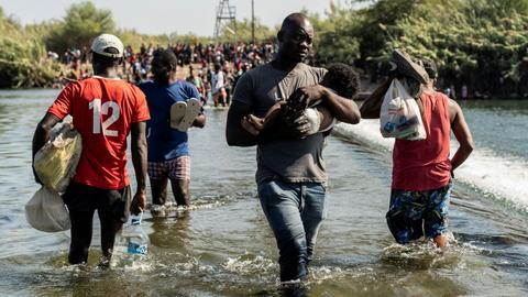 US ramps up plan to expel Haitian migrants stranded at Texas bridge