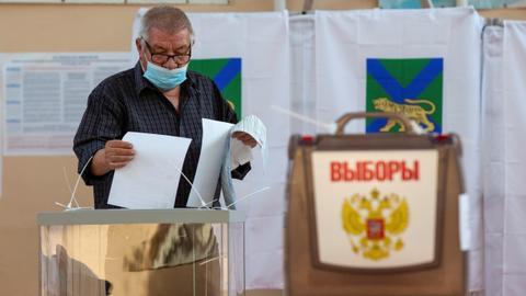 Putin's party set to retain parliament majority as polls open on final day