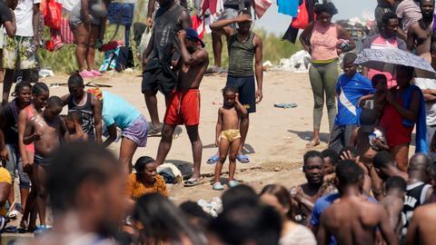 US begins deporting Haitian migrants home