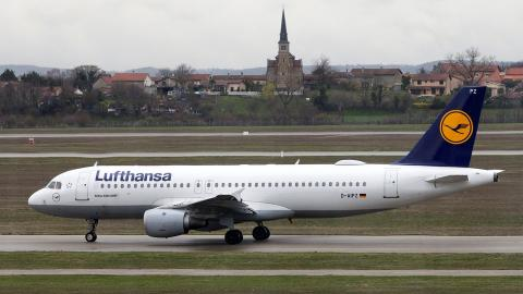 Lufthansa approves $2.5B capital increase to pay back part of state bailout