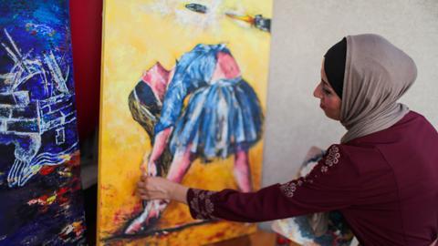 Palestinian painter draws ballerinas to express Gaza's melancholy