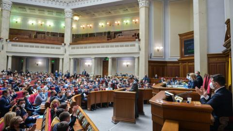 Ukraine parliament passes law to order 'oligarchs' to stay out of politics