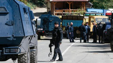 Serbia heightens alert for army, police at Kosovo border