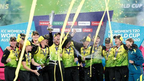 Aussie women cricketers' wage hike fails to close 'big gap'