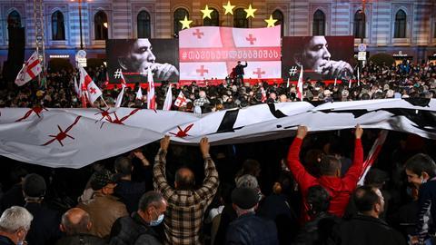 Tens of thousands demonstrate in Georgia for jailed Saakashvili