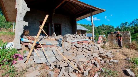 Casualties as earthquake strikes Indonesia's Bali