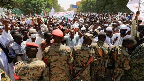 Thousands of military supporters rally in Sudan against government