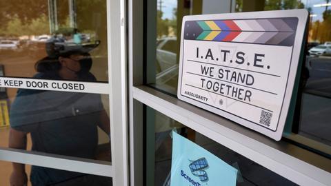Last minute deal between US film and TV crews, studios averts strike