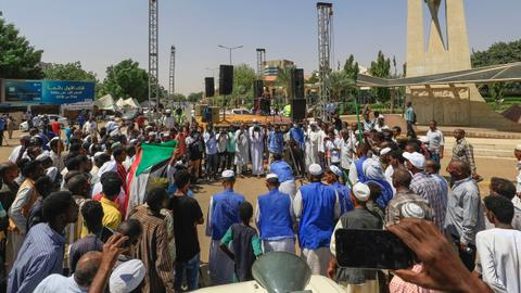 Pro-military protesters rally for second day in Sudan capital