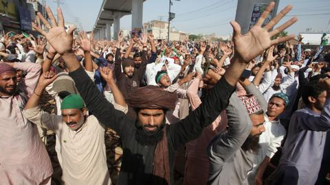 Banned far-right party supporters continue march to Pakistan's capital
