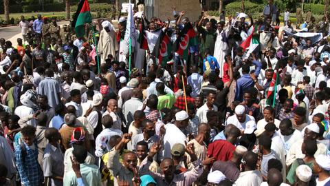 Pro-military protesters block roads in Sudan as political tensions continue