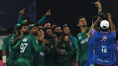 Pakistan wallops India by 10 wicket for first-ever victory at T20 World Cup